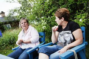 Maria Holm och Victoria Ericsson har båda barn i skolan som behöver korsa vägen dagligen för att komma till kompisar eller till skolan.