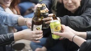Fältassistenterna i Kumla som är en del i det förebyggande arbetet bland unga för att till exempel minska alkohol- och droganvändningen tänker inte socialnämnden spara in på. Foto: Fredrik Sandberg/TT
