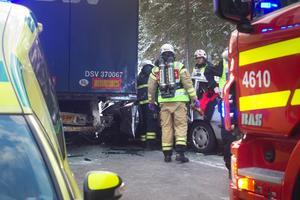 En kvinna omkom efter trafikolyckan i Hammarbacken.