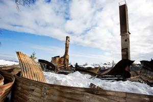 Det här är vad som återstår av anrika Lyransgården efter branden i tisdags. Allting gick upp i rök och värden för miljoner gick till spillo.Foto: Ulrika Andersson