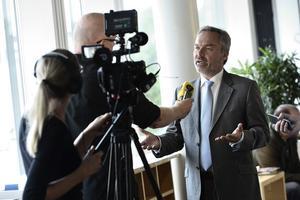 Jan Björklunds utspel om en allians-S-regering innebär i praktiken inte någon öppning för ett blocköverskridande samarbete. Men det gör att Stefan Löfven tvingas erkänna att hans intresse om blocköverskridande samarbete bara gäller om samarbetet sker på hans villkor.