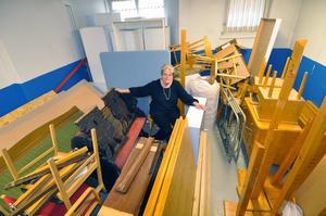 Anne-Marie Sörbergs räknar med att kunna förvara Wahlmanmöblerna i föreningens förråd efter en rejäl uppröjning. Foto:Peter Gustavsson