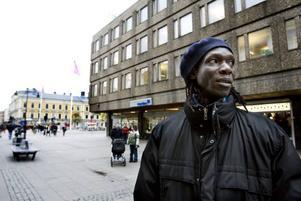 """RÄTT ATT INGRIPA. """"Allmänheten är mycket starkare än ett par rånare. Det var rätt att ingripa"""", säger Amadou   Sane som var en av männen som grep en av rånarna."""