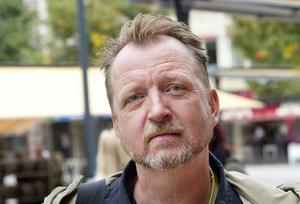 Peter Alzén, 47 år, lärare, Höjersdal. – Ingen aning. Jag planerar inte mina cykelturer. Men visst, det kan vara krångligt att cykla över torget, så kanske kommer jag att göra det.