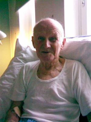 med glimten i ögat. Kjell en kort tid innan han dog. Det här var sista gången han vårdades på sjukhus.