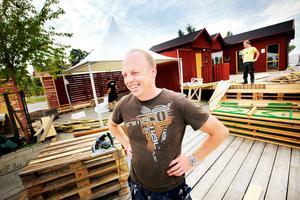 Peter Cronheden återkommer med sitt jätteställe Kajplats 1.