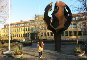 Skulpturen Kunskapens träd av Carl-Emil Berglin ska vara kvar på Viktor Larssons plats.  Målet är att skapa en mötesplats för alla åldrar.