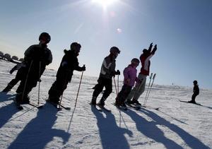 I Sverige har ungdomar många lov men sent arbetsmarknadsinträde.