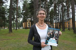 Ann-Christine Ericsson från NBV Sollefteå har plockat fram studiematerialet till deras svenskaundervisningen som börjar på måndag den 15:e augusti.