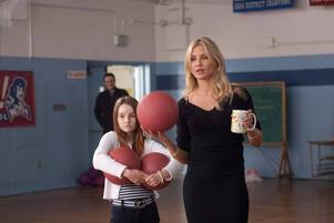 """I """"Bad Teacher"""" spelar Cameron  Diaz en lärare som uttnyttjar sina elever för att få ihop pengar  till en bröstförstoring."""