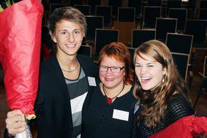 Framtidsagenterna Jonatan Nordh och Ellen Nilsson var minst lika glada som Malin Ängerå.