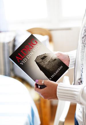 Märta Holmerin har själv tagit omslagsfotot till boken.