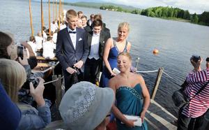 Vissa av eleverna kom till balen i kyrkbåt.