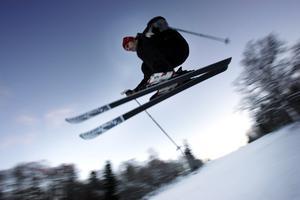 Björnöbacken: Liften är öppen måndag till fredag 10–15 under veckan. Trond Gabrielsson hoppar på bilden från 2005.
