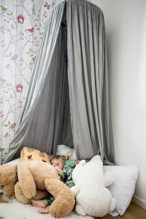Myskojan är en favorit. Bland kuddar och gosedjur kan man gömma sig och vara i fred en stund.