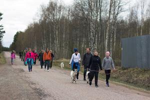 Det var många som följde med på Täpp Lars buffring till Arvselen.