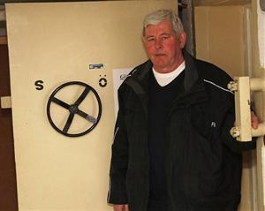 Per Erik Hörner har arbetat på räddningstjänsten i Kramfors i snart 30 år. Han tycker vissa äldre skyddsrum är placerade fel.