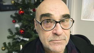"""Rolf Rydelius ordnar för elfte året i rad julfirande för ensamma. Han välkomnar alla att fira jul på biblioteket i Norberg. """"Anledningen är oväsentlig. Alla får komma och käka och umgås. Dricka en kaffe eller stanna längre""""."""