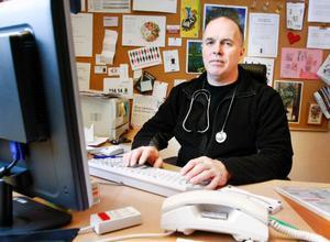 Anders Ehnberg, distriktsläkare i Strömsund/Hoting och ordförande i Svensk förening för glesbygdsmedicin, anser att landstingets sparförslag slår hårt mot hälsocentralerna i glesbygden.