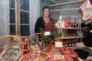 Lisbeth Berggren från Grängsbo hade ett stort och varierat utbud på Ol-Anders julmarknad.