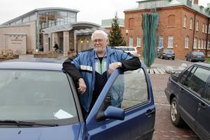Sven Wiese fick böter utanför sjukhuset trots att han hade giltigt parkeringstillstånd. Han hävdar att det bildbevis som parkeringsbolaget visat honom saknar värde då fotot är tagen uppifrån.