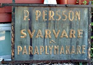 I TRYGGT FÖRVAR. Den gamla skylten finns i dag i länsmuseet Gävleborgs magasin.