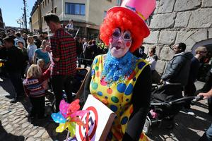 Clowner mot fascism var en grupp som syntes vid 1-majdemonstrationerna i Falun.