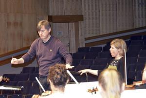 Joachim Gustafsson och Ann-Christine Larsson hos Nordiska Kammarorkestern.