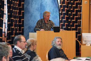 Peter Lindgren presenterade de prisade uppfinningarna och de utsedda eleverna var på plats och tog emot priserna.
