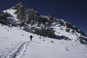 En klättrare lämnar ett av de ungefär fem baslägren på Aconcagua, Berlin camp.