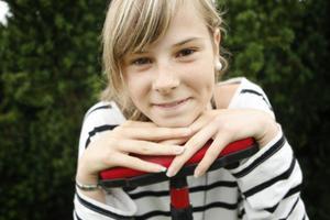 Snart får Johanna Olsson, 14, från Ljusdal dra på sig de blågula kläderna.