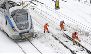 Regeringen måste agera när det gäller kaoset som åter igen förlamar järnvägstrafiken, anser dagens debattörer. Foto: JOHAN NILSSON / SCANPIX