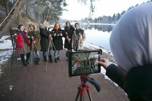 Blivande filmare på utflykt. Molihe Ahmadi, Mohaddese, Marzia Saberi, Eva Sjöblom, Narges Mohseni, Zahra Ahmadi och Yasamin Ayobi vid