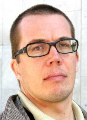 Anders  Eriksson,  32 år, Linköping:– Ja. För möjligheterna att både få se andra delar av Europa plus att kanske få influenser för  livet i Sverige sedan.