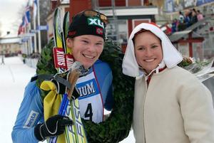 Vinnare. Espen Harald Bjerke från Lillehammer vann årets Skejtvasa i överlägsen stil. Har får krans och uppvaktning av kranskullan Eva Svensson.