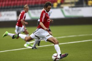 Isse Strömstedt lossar sin kanon vilket betyder 5-0 till IFK Östersund i första halvlek.