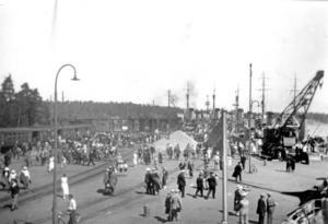Fredsvår. Den 8 maj 1945 var värlsdkriget över. Bilden från hamnen är tagen kring krigsslutet.