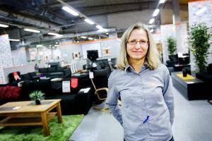 """""""Vi har satsat rejält och känner ingen oro över att det finns verksamheter som försvinner. Vi har en bra genomströmning hela tiden, säger AnnaKarin Lindholm på möbelbutiken Kool. Foto: Ulrika Andersson"""