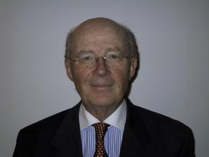 Lars Bern är före detta ledamot av Vetenskapsakademins miljökommission. Han är ledamot av Ingenjörsvetenskapsakademin, före detta ordförande för Det Naturliga Stegets miljöinstitut. Ha n har också på senare tid etablerat sig som författare genom romanerna