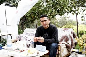 Mehmet Cakici avvisades till Cypern i januari. Hans hustru Sakine och deras tre barn lever gömda i Sverige.