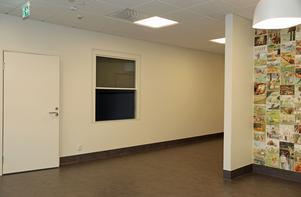 ...och nu är den klar. Vid receptionsluckan finns också ett väntrum – något som vårdcentralen har saknat tidigare.