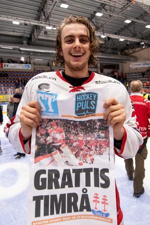 ST och Hockeypuls var snabba att gratulera Jacob Olofsson och hans Timrå till SHL-avancemanget i april.