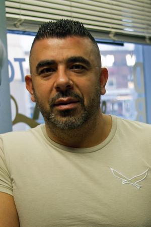 Salah Fakyh, 45, frisör, Fagersta:- Att alla är lyckliga och glada och umgås mer, som förr. Nu är folk mer ensamma. Det är dåligt med socialt liv nuförtiden.