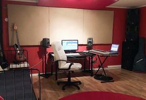 Hemma på Ingarö har Mats en studio där han producerar allt från ljudböcker till tv-musik. Foto:Privat