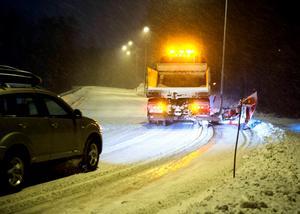 Insändarskribenten vill tacka alla som hjälper till att ta bort snö från våra gator och vägar. Foto: Håkan Humla