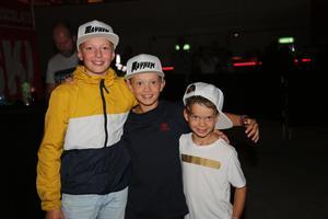 Kompisarna Botwid Persson, Anton Dackefors och Albin Dackefors är också de utövare av liknande sporter. De håller på med puckelpist och är riktigt taggade att se tricksen och motocrossarna.