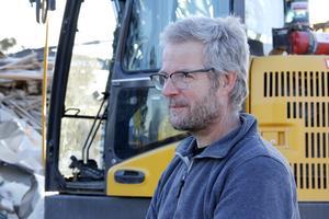 – Själva rivningen har tagit ungefär tre veckor, och vi har varit fyra-fem man som jobbat med det, berättar Eero Ikonen på Bo Olsson & Söner.