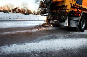Att sanda är inget alternativ på högtrafikerade vägar, enligt Trafikverket.