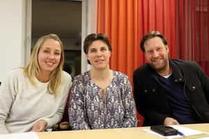 Föräldrarna Sara Forsling, Karin Simonsson och Per Andersson var nöjda med mötet för att få till en bra skolskjutsplanering i Lekebergs kommun.