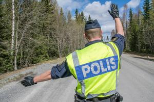 På onsdagsförmiddagen stoppade polisen två bilar i Hedemora kommun. Förarna är nu misstänkta för rattfylleri. Obs: Bilden är tagen i ett annat sammanhang.